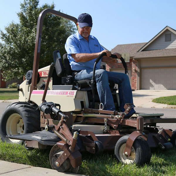 Grasshopper Lawn Mowers | Apple Farm Service Inc.
